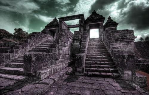 Reruntuhan bekas istana Ratu Boko