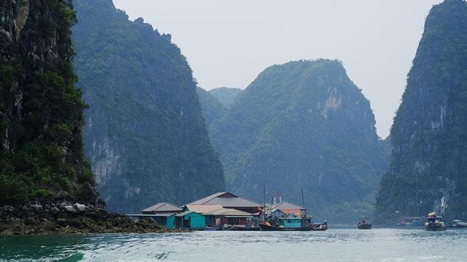 Chiêm ngưỡng làng chài đẹp nhất thế giới trên vịnh Hạ Long -7