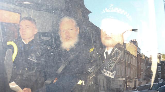 """Roger Waters sobre el arresto de Assange: """"Reino Unido se ha hecho cómplice voluntario de EE.UU."""""""