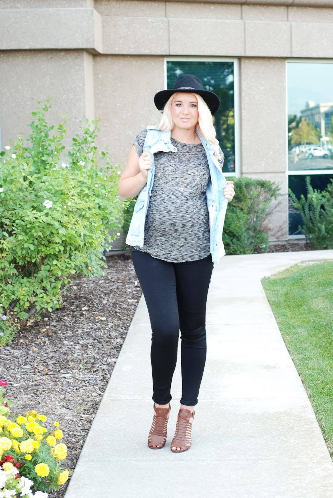 Heritwine Maternity, Pregnant Outfit, Utah