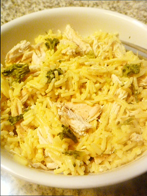 Chicken, Broccoli, and Cheddar Rice Bowl:  Comfort food at it's best with steaming chicken, melted ooey gooey cheese with some steamed broccoli thrown in for good measure! - Slice of Southern