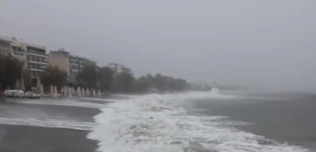 """Σαρώνει τη Μεσσηνία ο κυκλώνας """"Ζορμπάς"""" (βίντεο)"""
