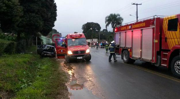 Criança fica ferida em acidente entre dois carros