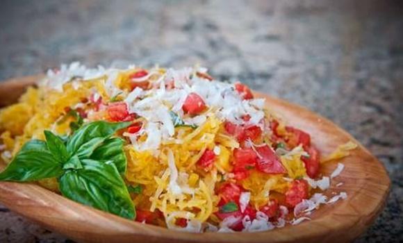 Spaghettis De Calabaza Con Tomates Y Albahaca