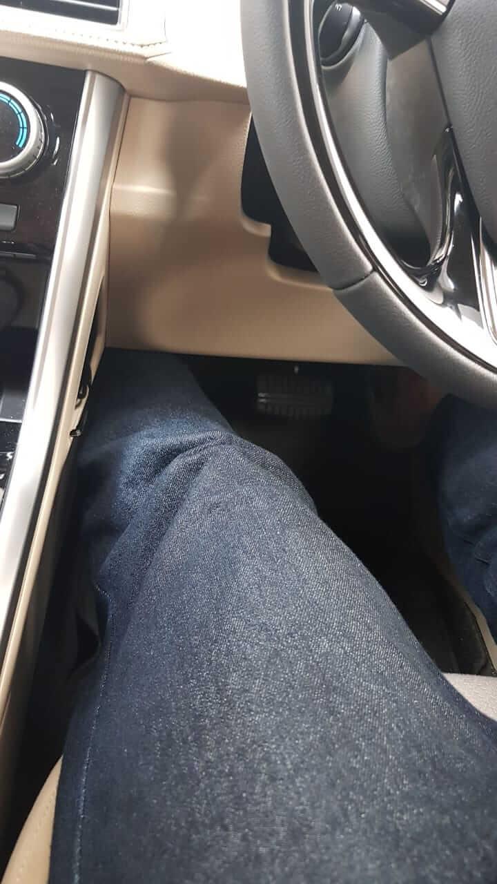 kaki selonjor di mobil Xpander