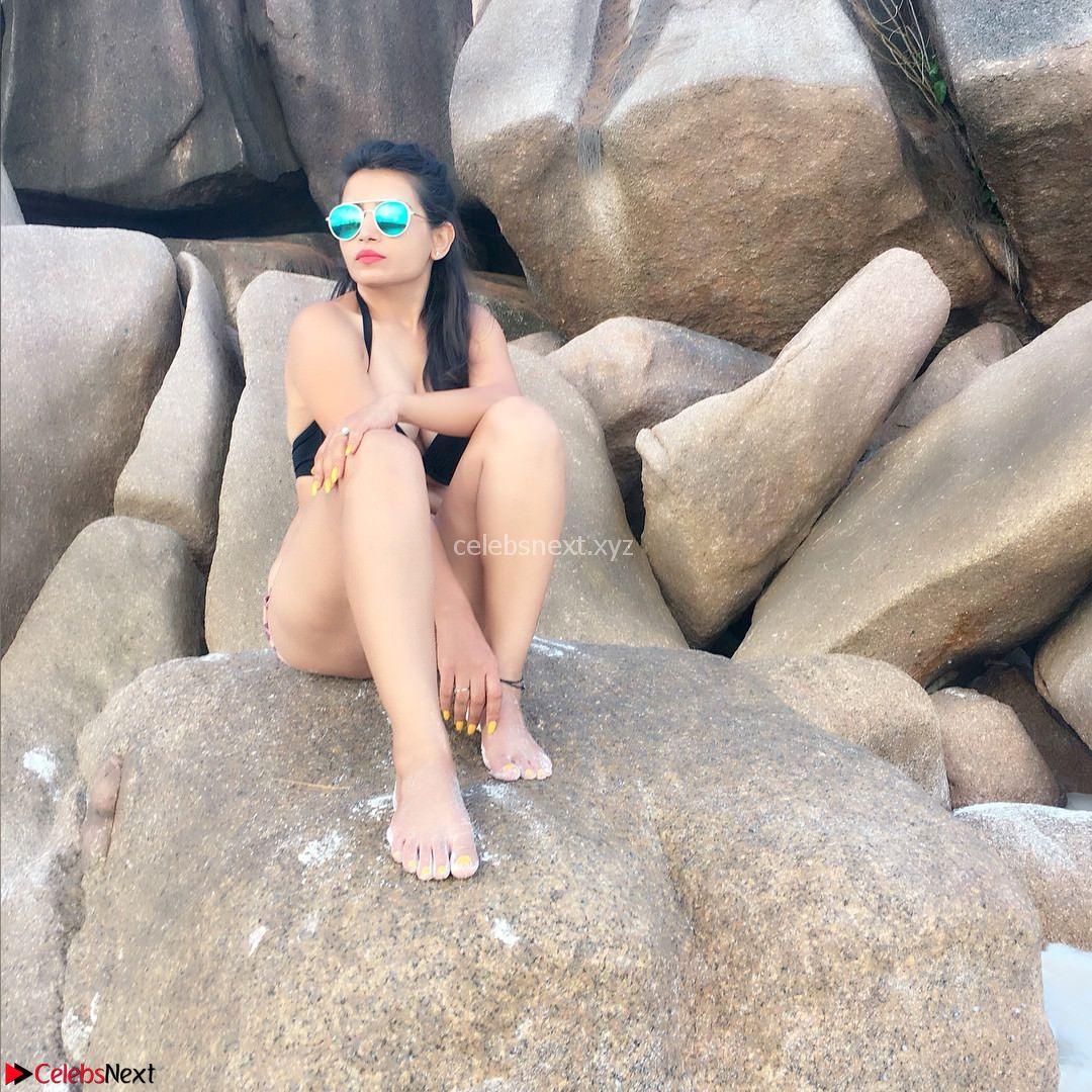 Priya Ahuja Looks Relaxed and Stunning in Bikini Vacation Pics Exclusive Dec 2017