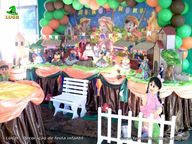 Decoração de aniversário masculino - Mesa tradicional luxo de tecido(pano) tema Festa Junina