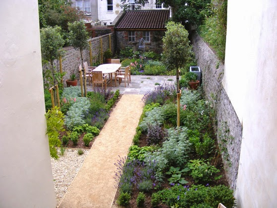 Thin Garden Design With Outdoor Room In The Middle Garden