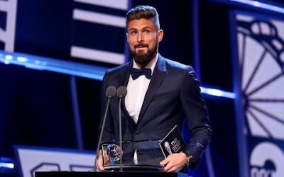 Oliver Giroud mendapatkan penghargaan gol terbaik FIFA Puskas Award 2017