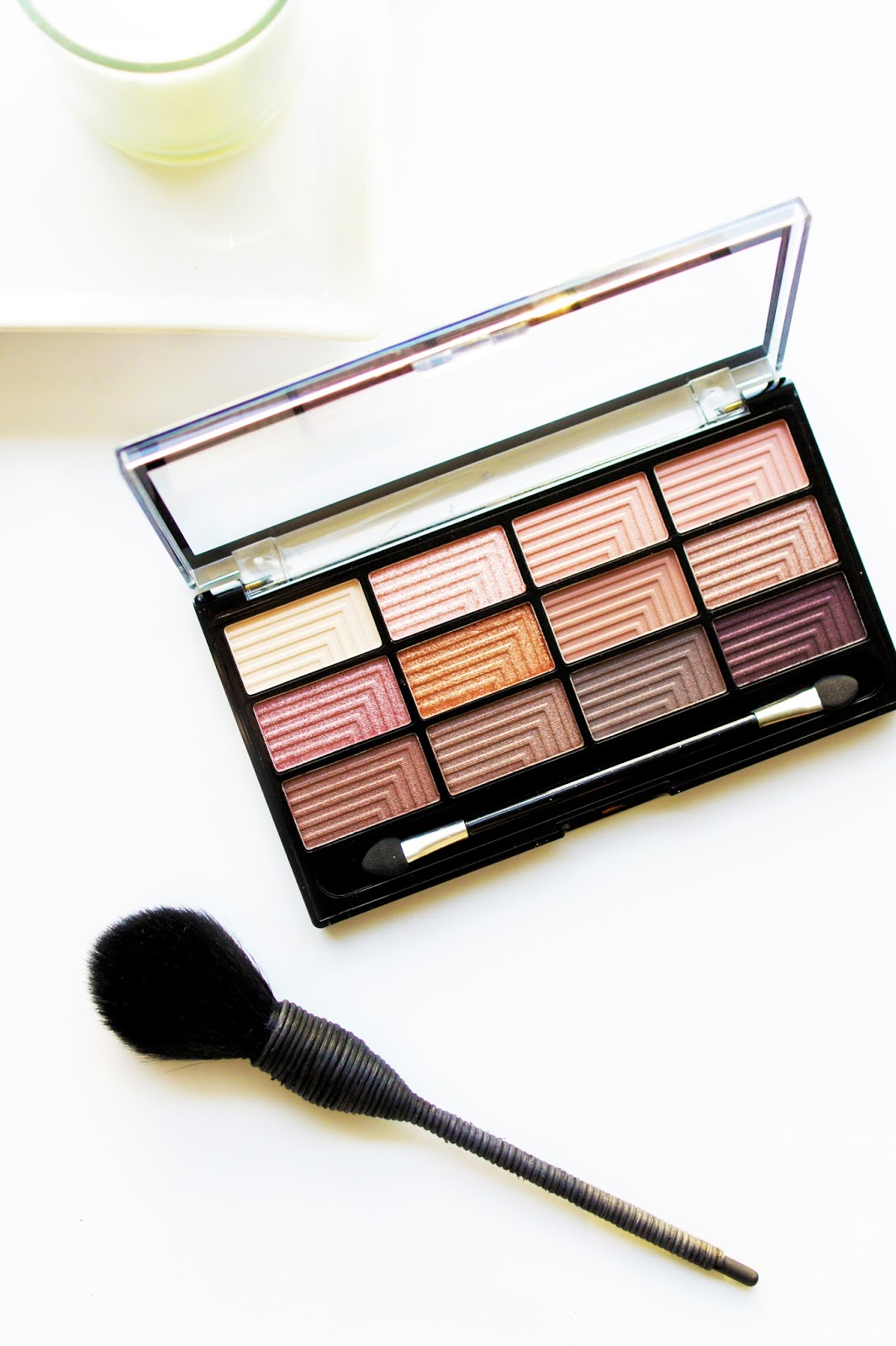 rose-gold-eyeshadow-palette-freedom-naked-3