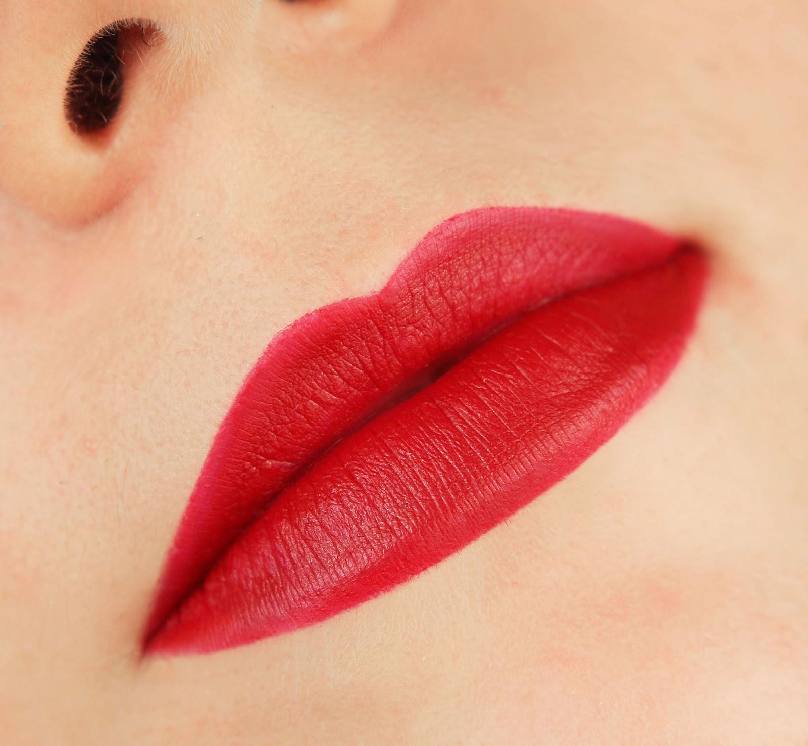Mac Snowball Rouge en Snow Lipstick swatch