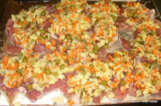смесь оливье положить на мясо