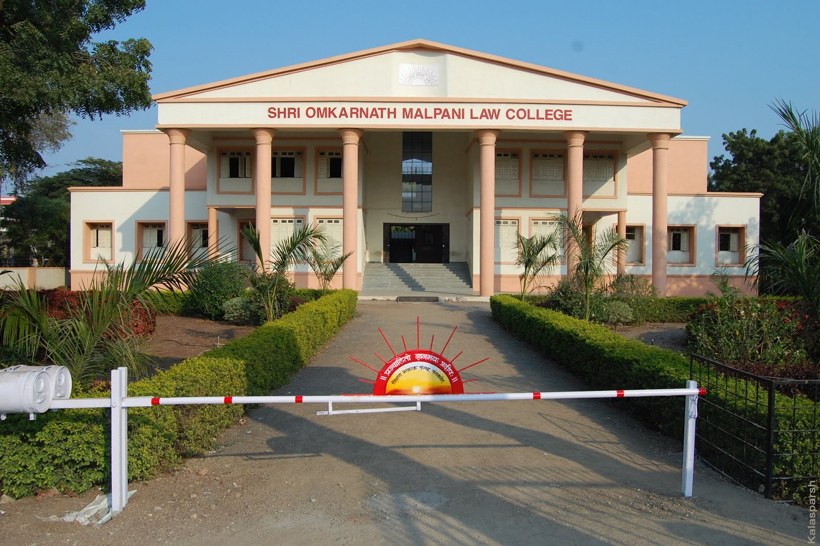 Shri. Omkarnath Malpani Law College