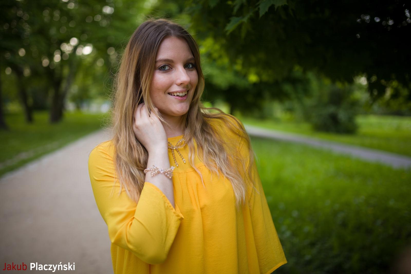 11 żółta sukienka na lato bonprix niebieskie espadryle z ananasem renee shoes reneegirls reneeshoes melodylaniella modnapolka lookbook ootd moda na lato biżuteria piotrowski swarovski
