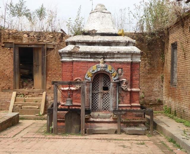 shiva ling tempio changu narayan