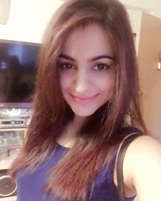 Aksha Pardasany Cute Selfies on Instagram
