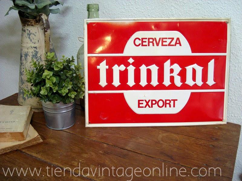 Carteles de chapa vintage . Cartel antiguo de cerveza Trinkal
