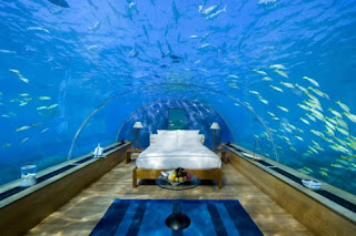 underwater bedroom sleeping with the fishes