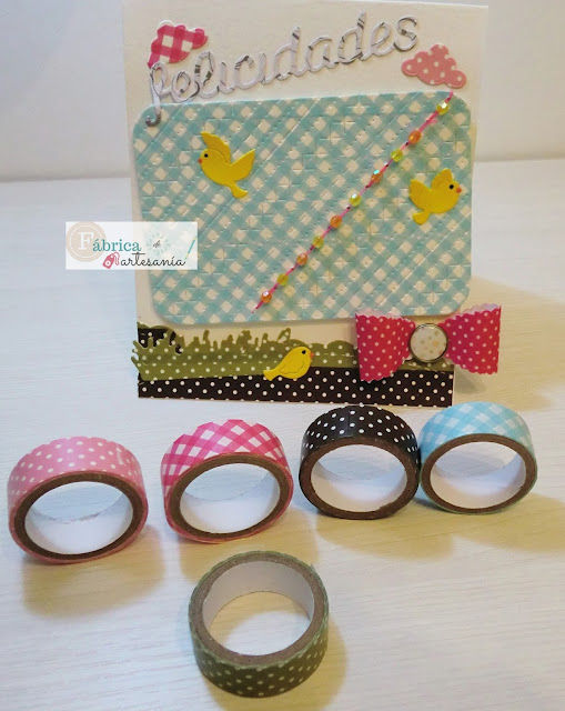 Tarjeta y washi tapes usados para hacerla