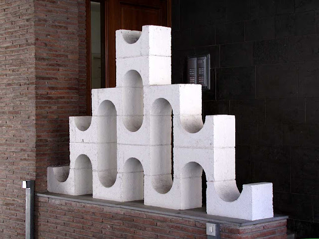 Structure at the entrance of a condo, via Giusti, Livorno