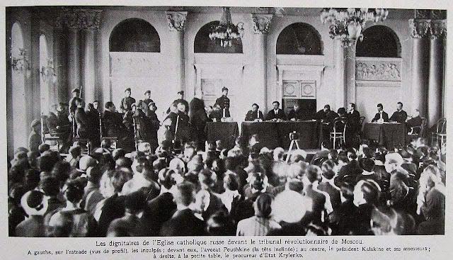 Dignitários da Igreja Católica russa processados pelo Tribunal Revolucionário de Moscou. Fonte: L'Illustration