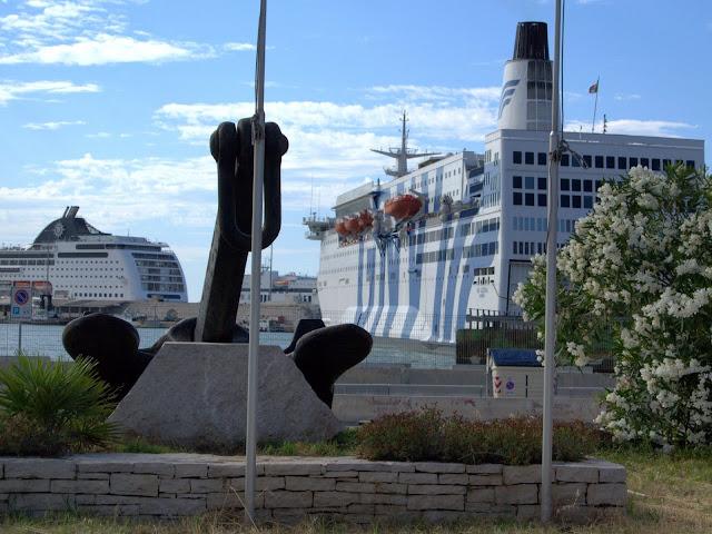 port pasażerki Bari, statki, połączenia morskie