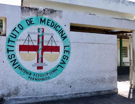 Corpo carbonizado é encontrado em mata no Recife