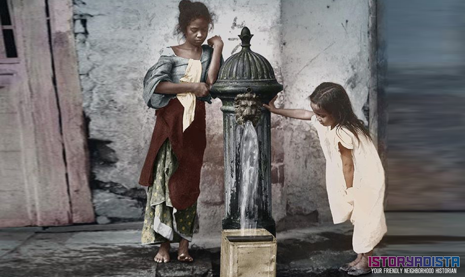 Filipino children at water hydrant (c1900s)