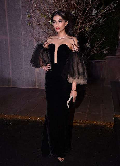 Sonam Kapoor Hot At Manish Malhotra's 50th Birthday Party