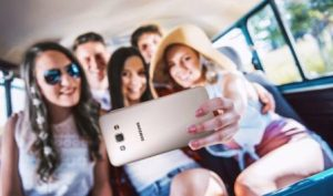 Selfie Bareng Teman Semakin Kekinian