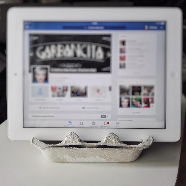 Soporte para tablet y smartphone con una huevera