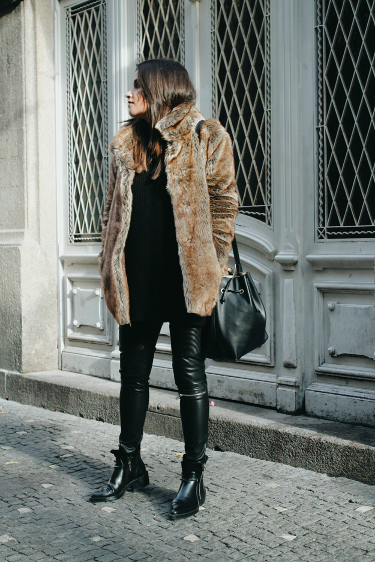 abrigo-pelo-pantalones-cuero-blog-de-moda