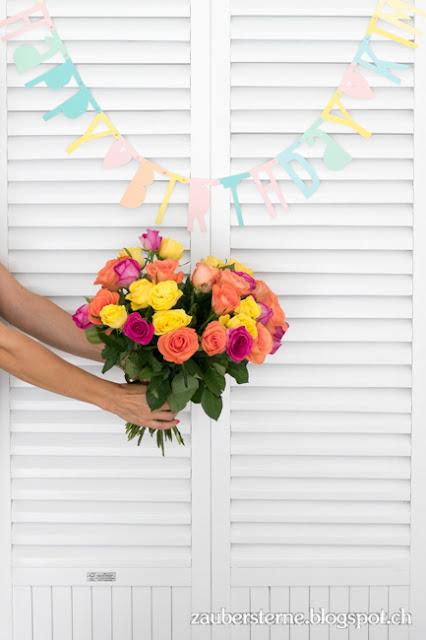 Buchstabengirlande pinkfish, Blumenstrauss, farbiger Geburstag, Buchstabengirlande zum selber machen, Blog Schweiz, Schweizer Blog