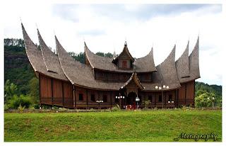 Rumah adat dari Provinsi Sumatera Barat