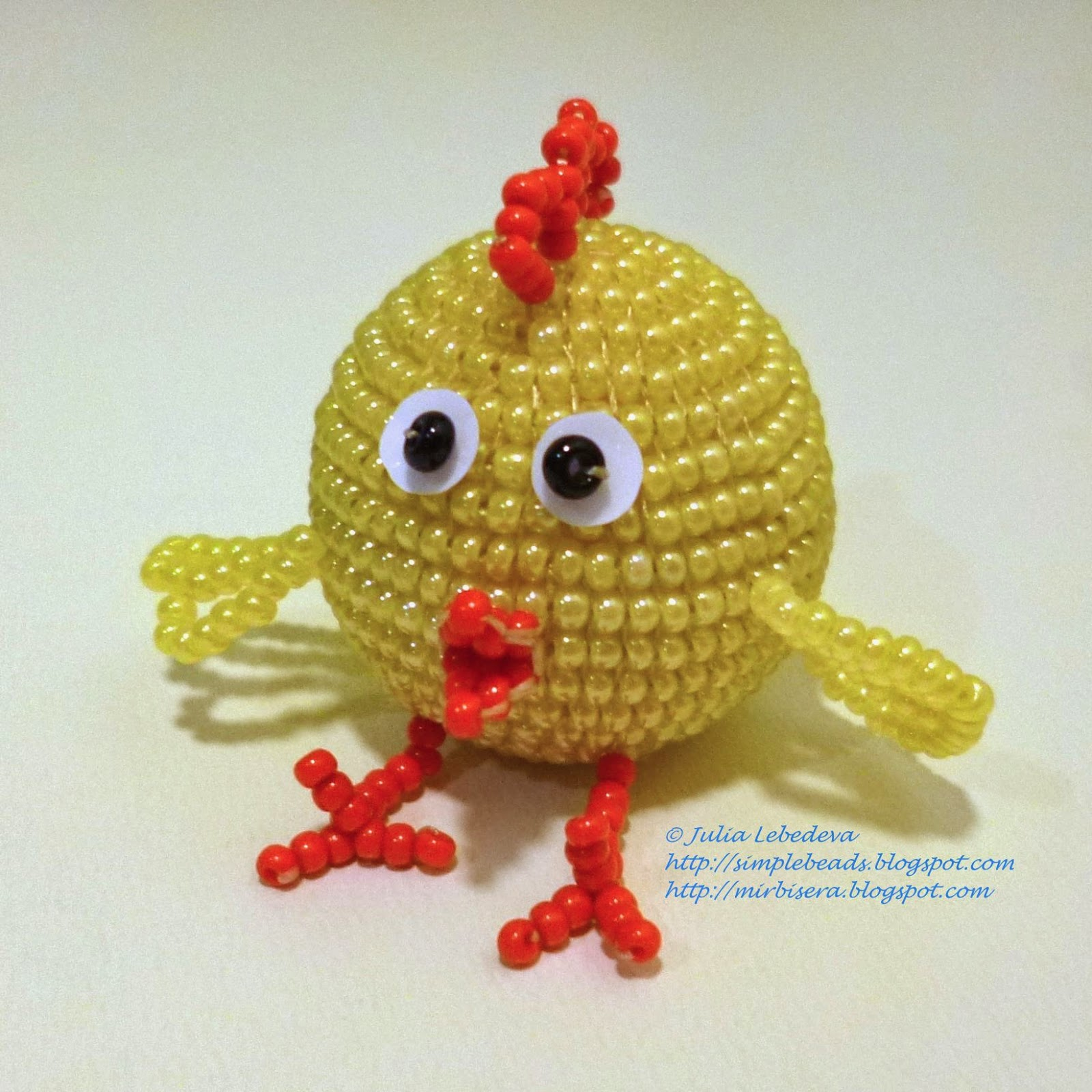 Young chicken beaded in the square stitch technique