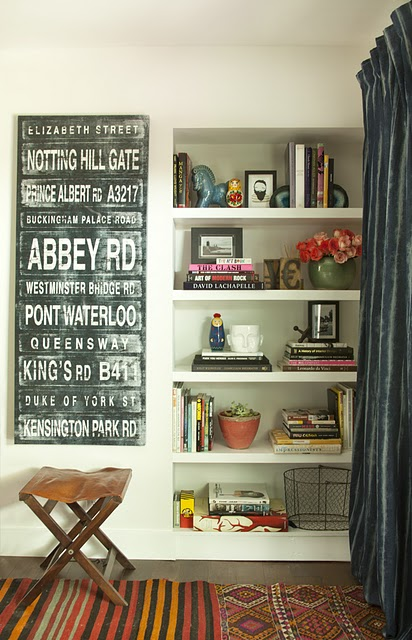 Blackband Design: How to accessorize a well styled bookcase