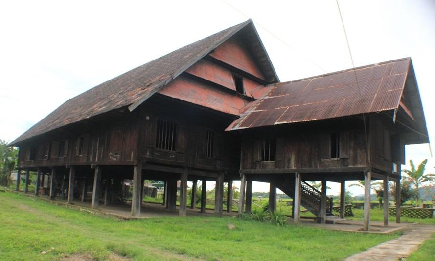 Saoraja Lapinceng merupakan istana peninggalan kerajaan Balusu (Sejarah Kerajaan di Barru)
