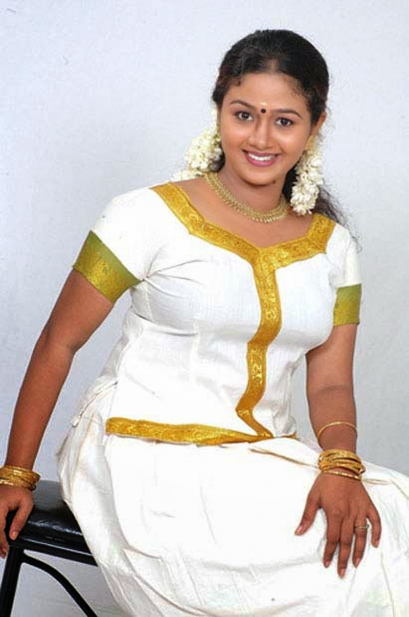 Beautiful Aunty Without Saree Hot Navel Boobs Photos -8759