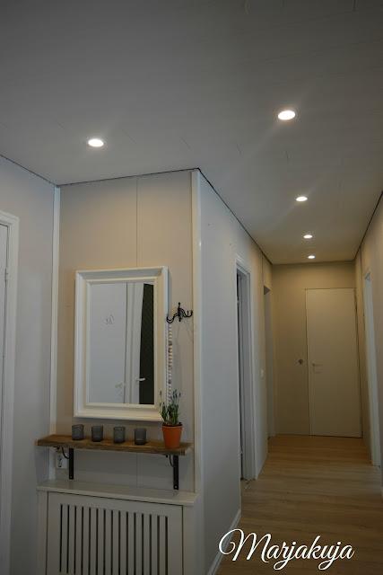 eteisen uusi katto ja valot