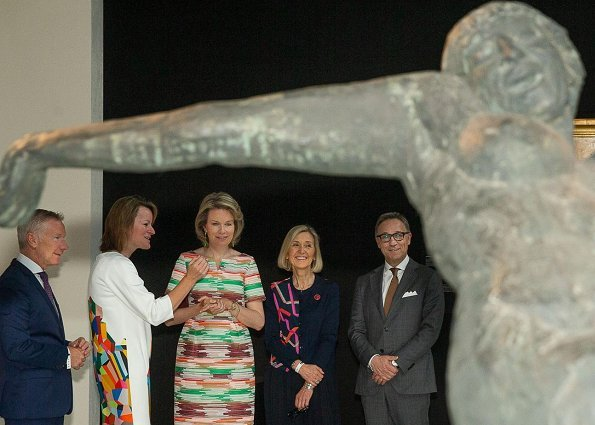 Queen Mathilde wore a lovely recycled Natan dress at the Art Brussels. The Contemporary Art Fair celebrates its 50th anniversary this year.