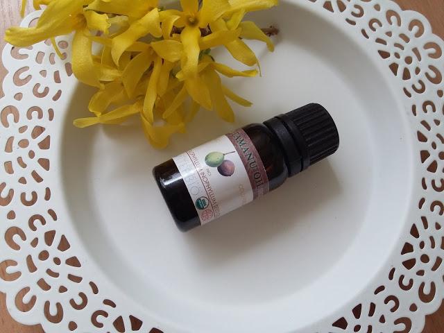 Olej tamanu - niezbędnik dla skóry tłustej.