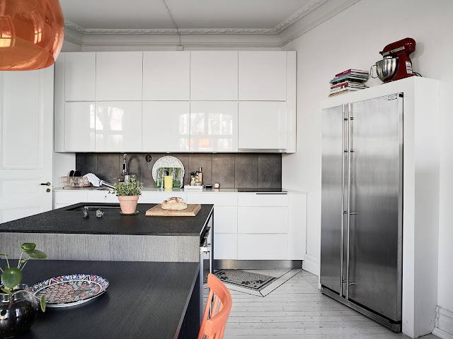 nowoczesna kuchnia, biała podłoga