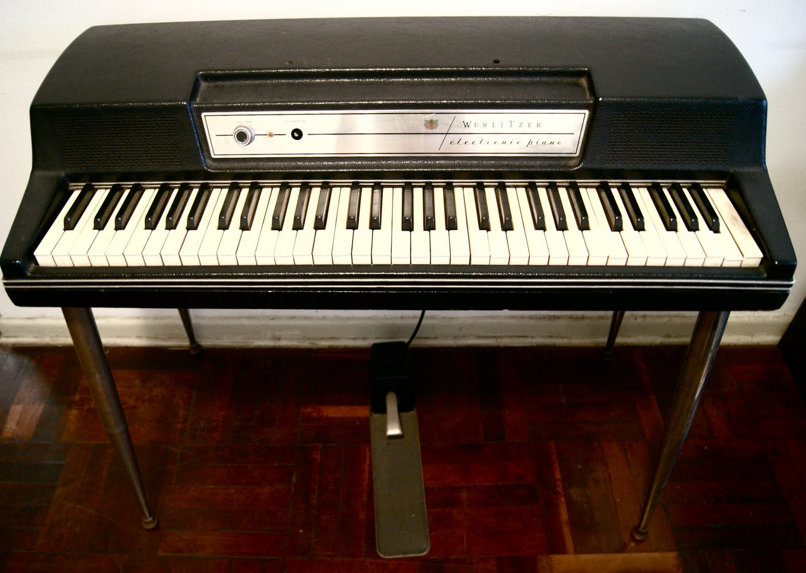 astronauta pinguim wurlitzer 200a electronic piano text in english. Black Bedroom Furniture Sets. Home Design Ideas