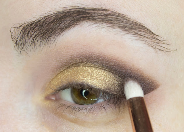 New year make-up 2018: golden accent. Step 3: shade leader Tarte Tartalette In Bloom Eyeshadow Palette