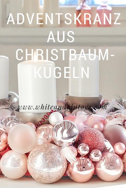 Adventskranz Aus Christbaumkugeln.White Vintage