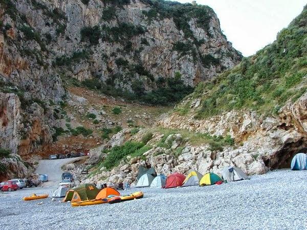 Ανακλύψαμε την πιο ΣΥΓΚΛΟΝΙΣΤΙΚΗ παραλία της Εύβοιας! (Photos)