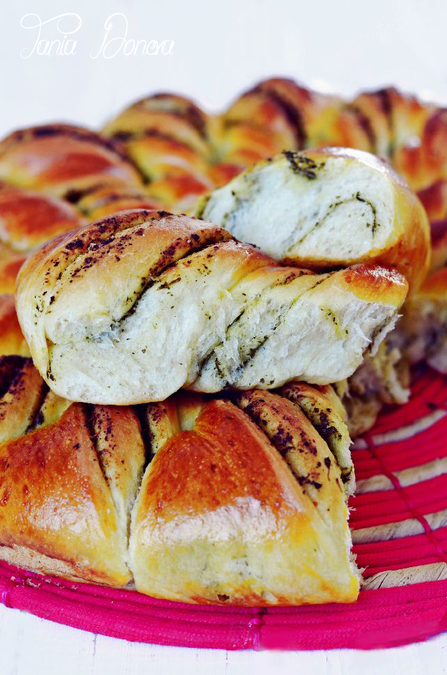 Хлебче с песто от джоджен и маслини