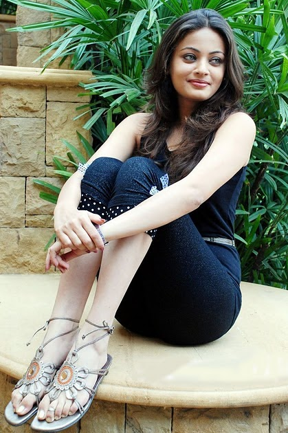 Sneha Ullal Latest Spicy Hot Pics Photos Images