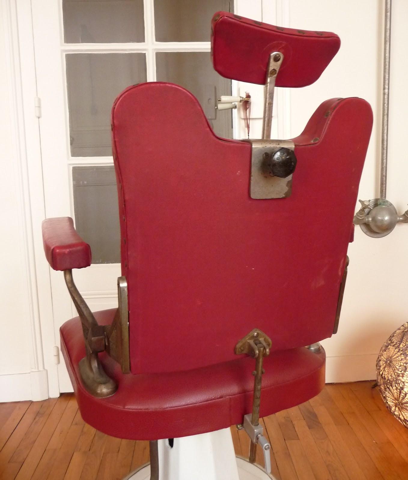 dur e de vie ind termin e fauteuil de barbier en ska rouge. Black Bedroom Furniture Sets. Home Design Ideas