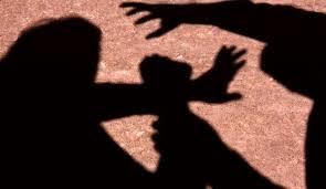 Armados de foice e faca, homens invadem residência e estupra mulher na frente do marido e filho em Macaíba